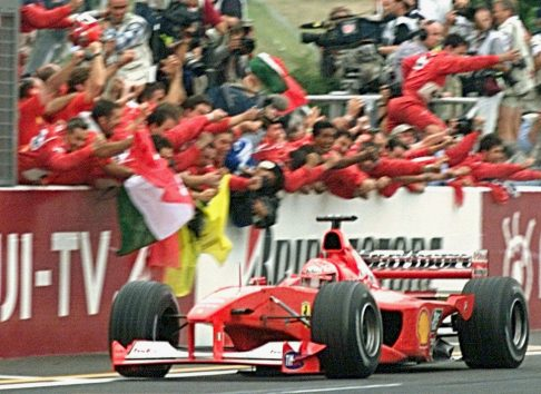 UTO-F1-JAPAN-SCHUMACHER-FINISH
